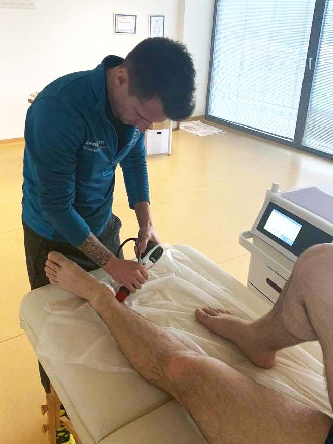 térdrándulás hogyan kezelhető duzzadt ízületi fájdalom a lábban